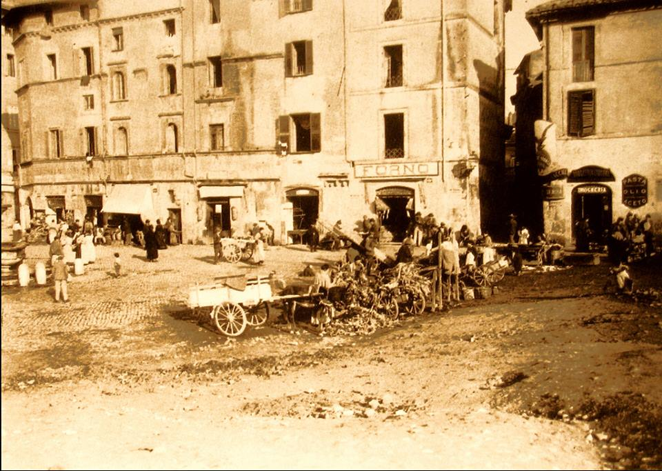 1899 Piazza Giudia near Manili house
